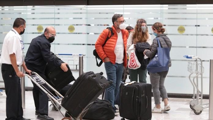 Observan escaso control a turistas extranjeros