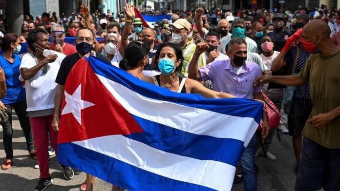 Ofrece AMLO a Cuba vacunas; pide cese de bloqueo