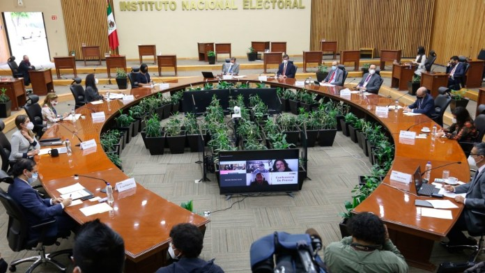Obligan a partidos a postular candidatas a gobernadoras