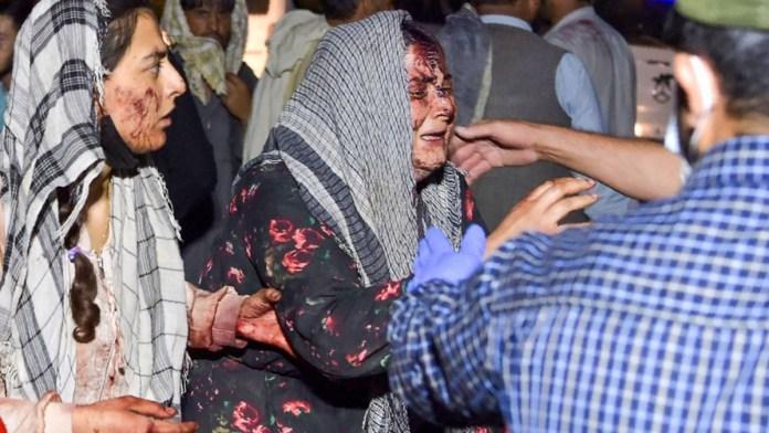 Terror en Kabul; perpetran ataques en aeropuerto
