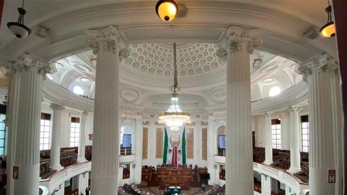 Se despide Congreso de CDMX con letrero.en oro