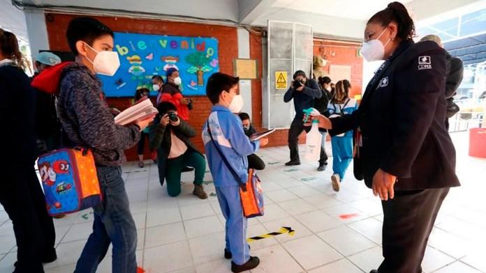 Planea CDMX no cerrar colegios si hay contagios
