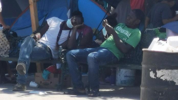 Ocupan haitianos plaza de Reynosa