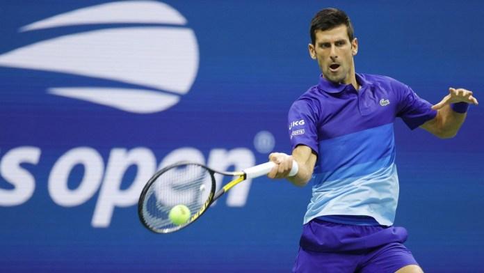 Sufre Djokovic, pero avanza rumbo a su Grand Slam 21