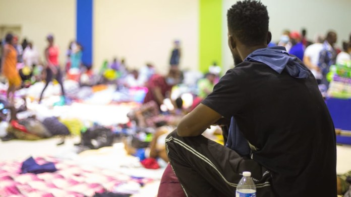 Cierra Texas frontera por caso de haitianos