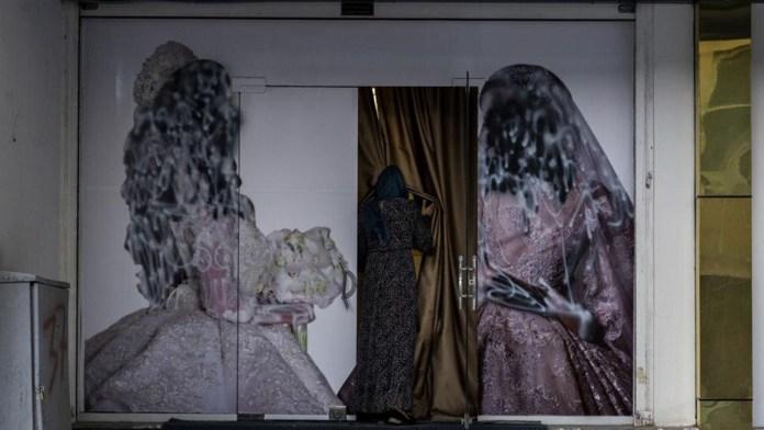 Garantizan talibanes educación superior a mujeres