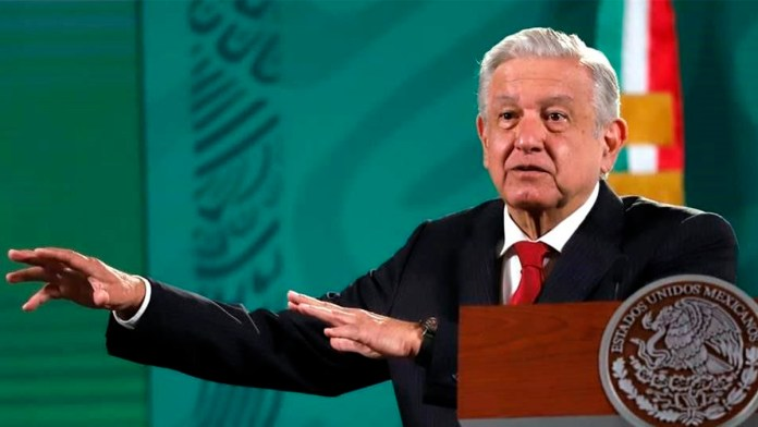 En CRE no hay moches, comisionados son honestos.- López Obrador