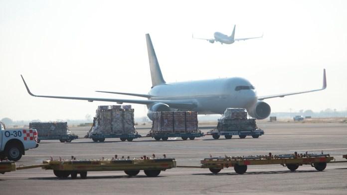 Cae 56% demanda de transporte aéreo por variante Delta
