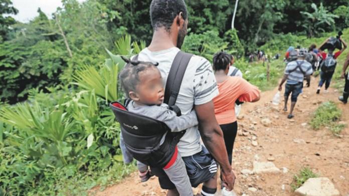 Cruza por el Darién récord de menores migrantes