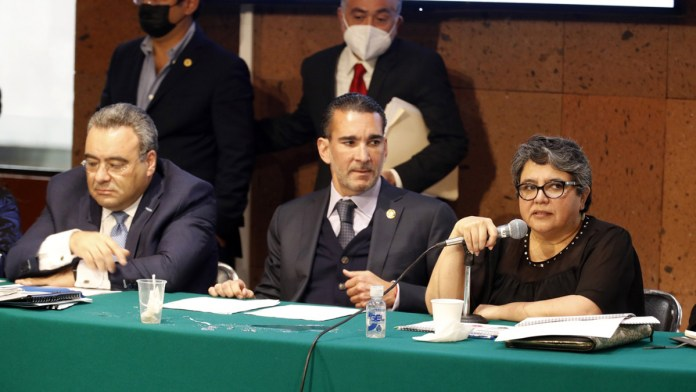 Acusa Raquel Buenrostro omisión de FGR