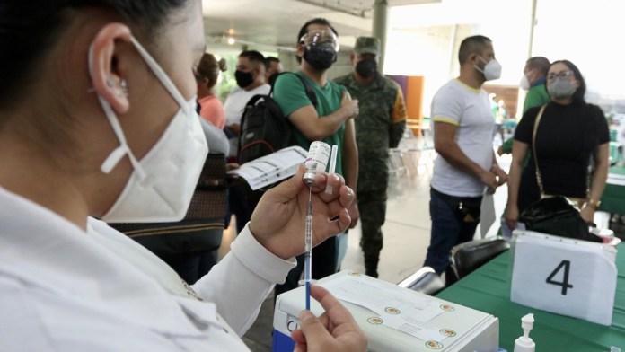 Advierten a viajeros no mezclar vacunas