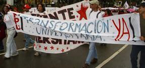 Los estudiantes revolucionarios marcharon por la transformación universitaria