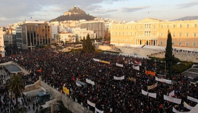 riot_in_front_greece_parliament