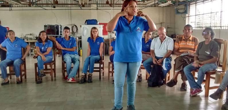 [LUCHAS] Mujeres venezolanas controlan fábrica textil