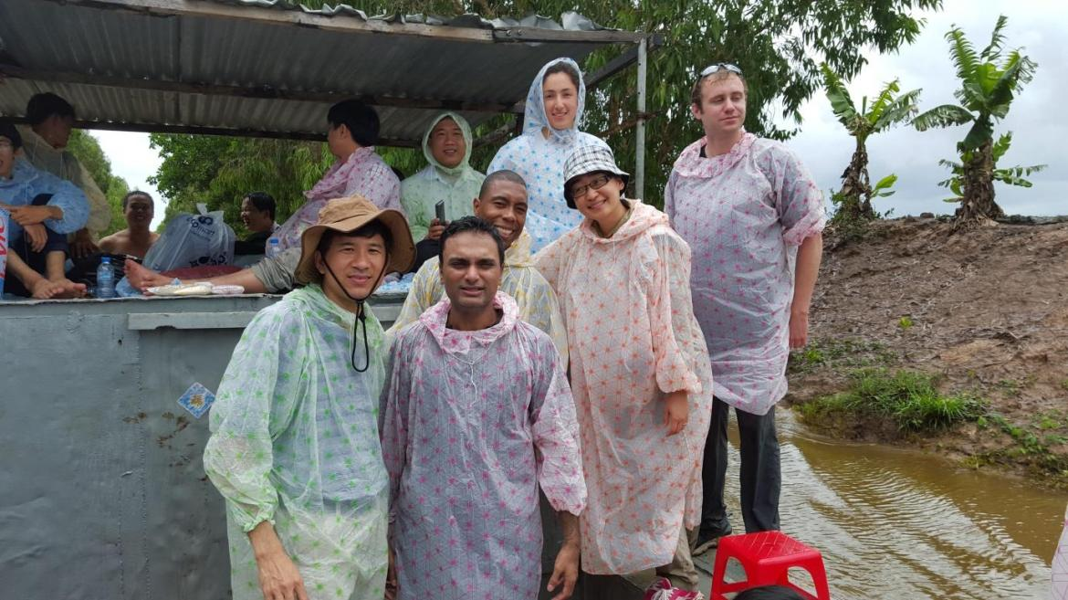 LHI Fellows travel by river to visit the floating rice study site © Mel Ryan