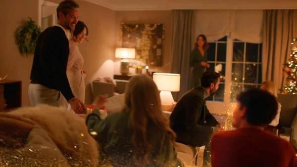 "Ferrero Rocher ""Holiday Golden Transformation"". Martin Aamund. Twentyfourseven."