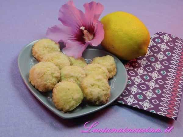 Ecco pronti i dolcetti al limone, fragranti e profumati.