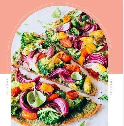 fotografía de tapa del recetario de verano donde se muestra una ensalada muy colorida