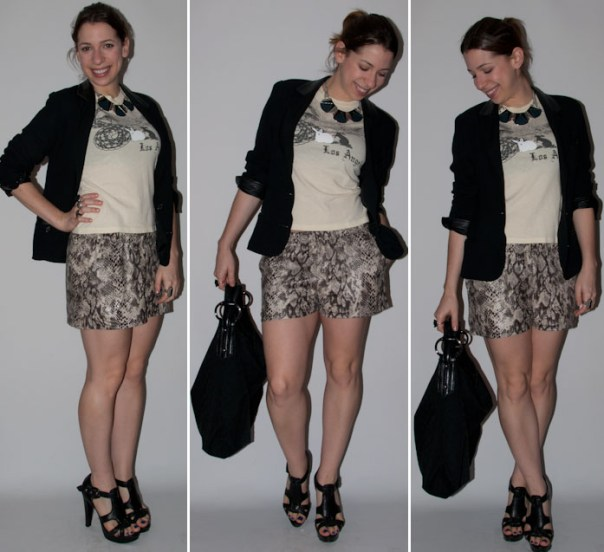 Look do dia: short estampa de cobra, camiseta, blazer e salto alto schutz. blog de moda