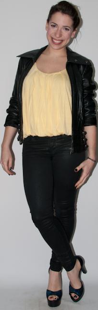 Blog de Moda - look do dia: como usar calça preta, blusa balonê, sandalia arezzo, jaqueta de couro e clutch paetês. Blog de Moda