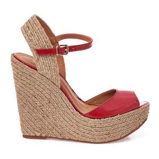 anabela espadrille vermelha schutz - sapato para usar a um casamento na praia