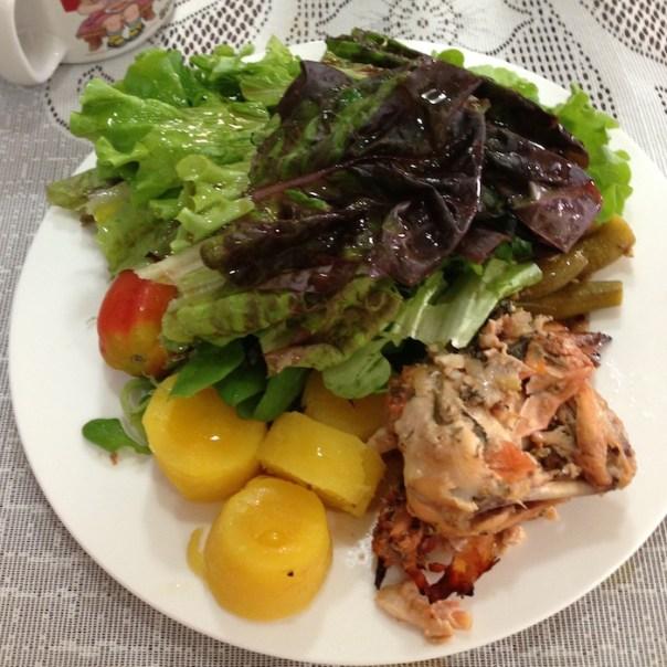 Reeducação alimentar - almoço - salmão com feijão e salada