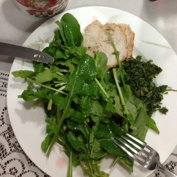 Reeducação alimentar - jantar- peito de perú com salada e couve