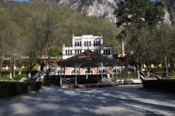 Centrul localitatii, cu Casinoul
