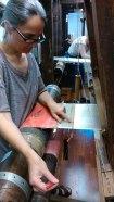 Eva Basile zeigt die Technik für geschnittenen Samt - Eva Basile showing the technique for cutted velvet