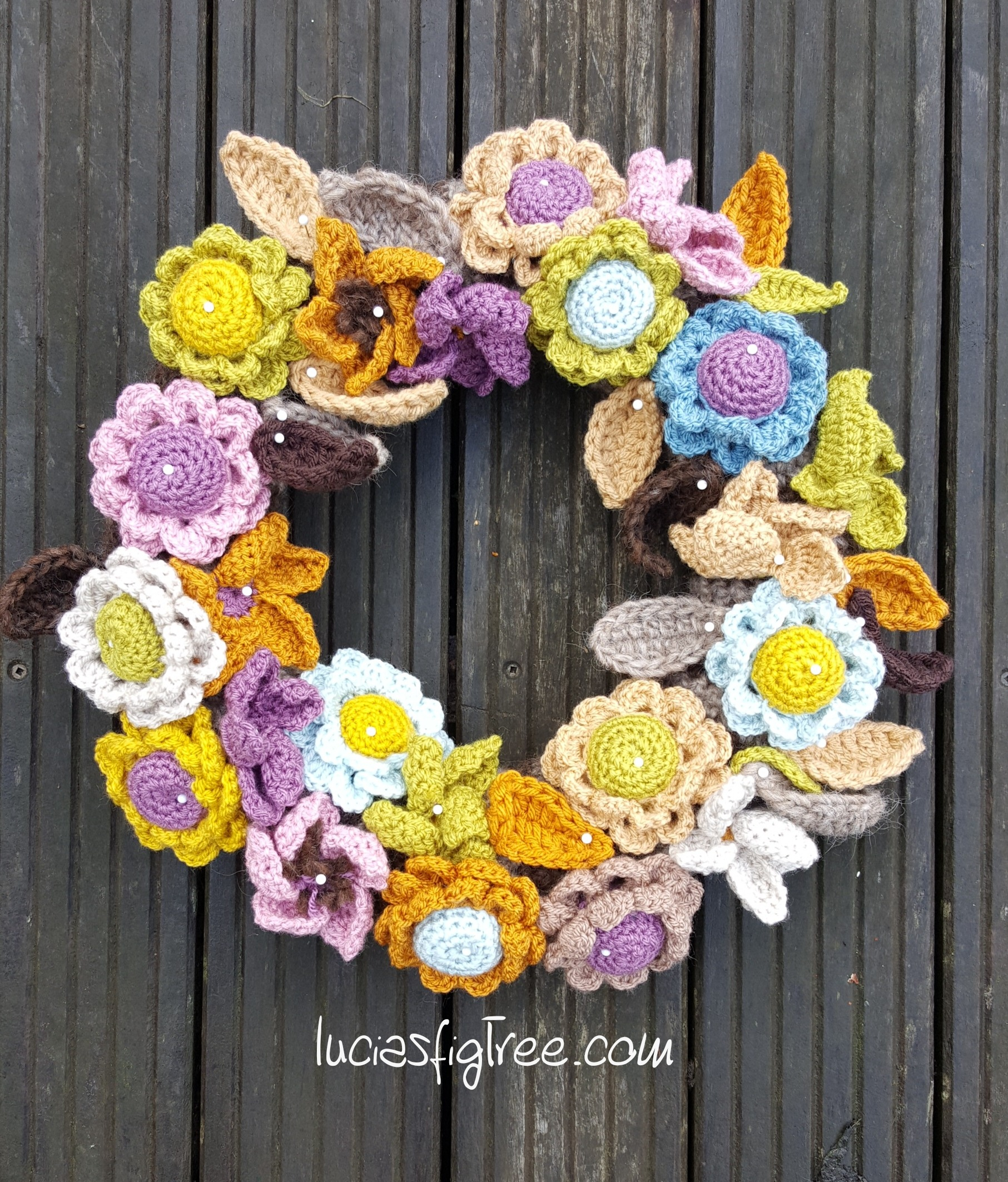 I Have Pulled Together Theinformations For The Flowers Wreath It With Crochet S Found A Few Patterns Made As Said Couple Of Years Ago Guess Must Been Bit Bored And When Am My Current Wips Or Tired