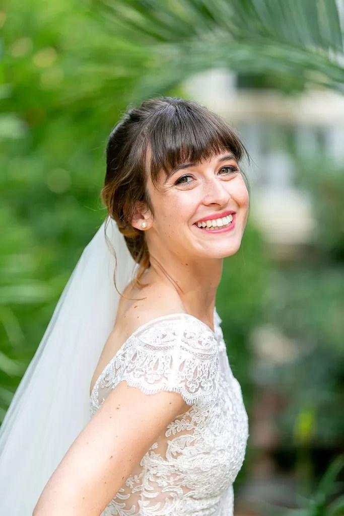 portrait sourire de mariée à cherbourg en normandie