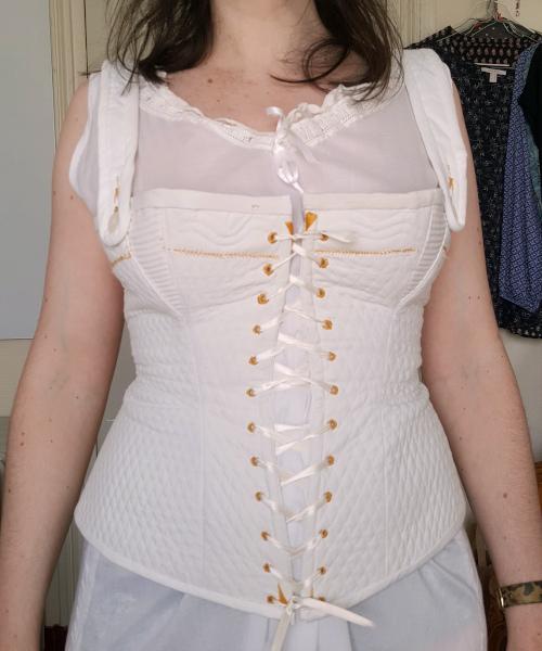 corset piqué blanc avec goussets cordés 1880