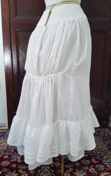 nouvelle forme dos du jupon 1880 blanc