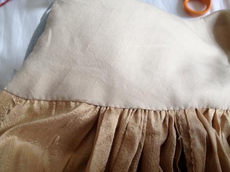 intérieur de la ceinture de la jupe 1880 cousu à la main