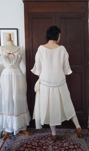 dos de la robe d'été 1924 avec galon brodé