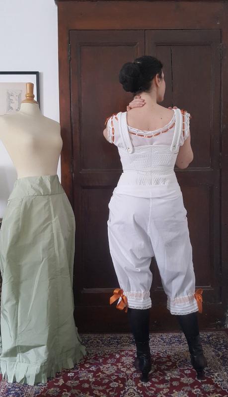 dos du pantalon 1880
