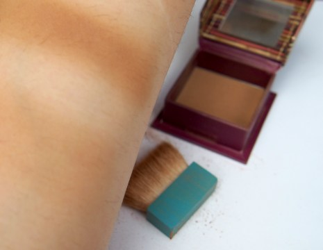 Hoola Benefit Swatch strong and light