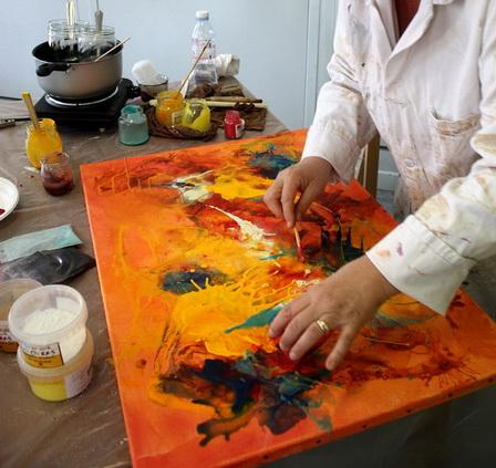 Stage de peinture sur les techniques mixtes (cire et pigments) organisé par Lucie LLONG dans le Puy de dôme : la technique
