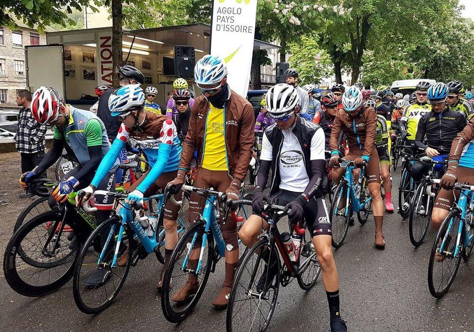 Concentration avant le départ du tour cycliste de l'API 2018