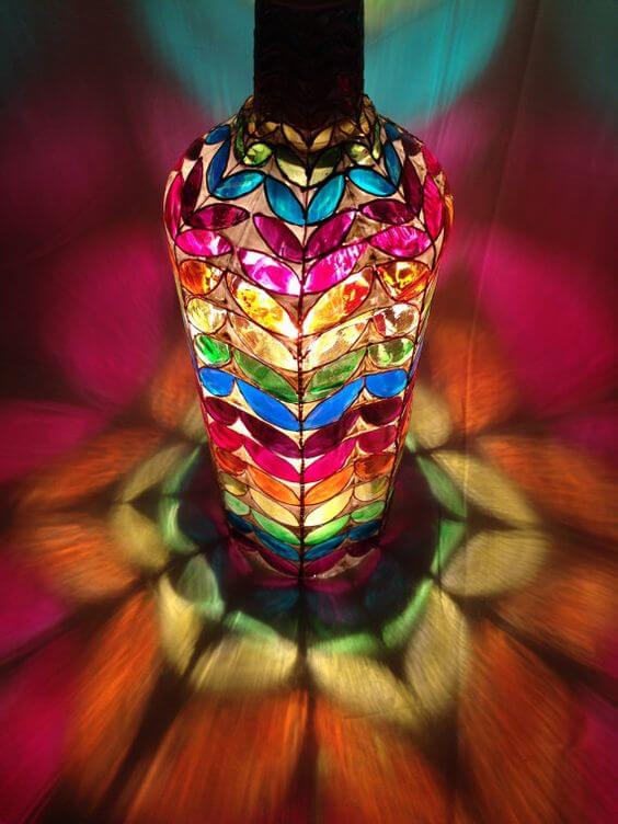 botella de vidrio pintada laca vitral