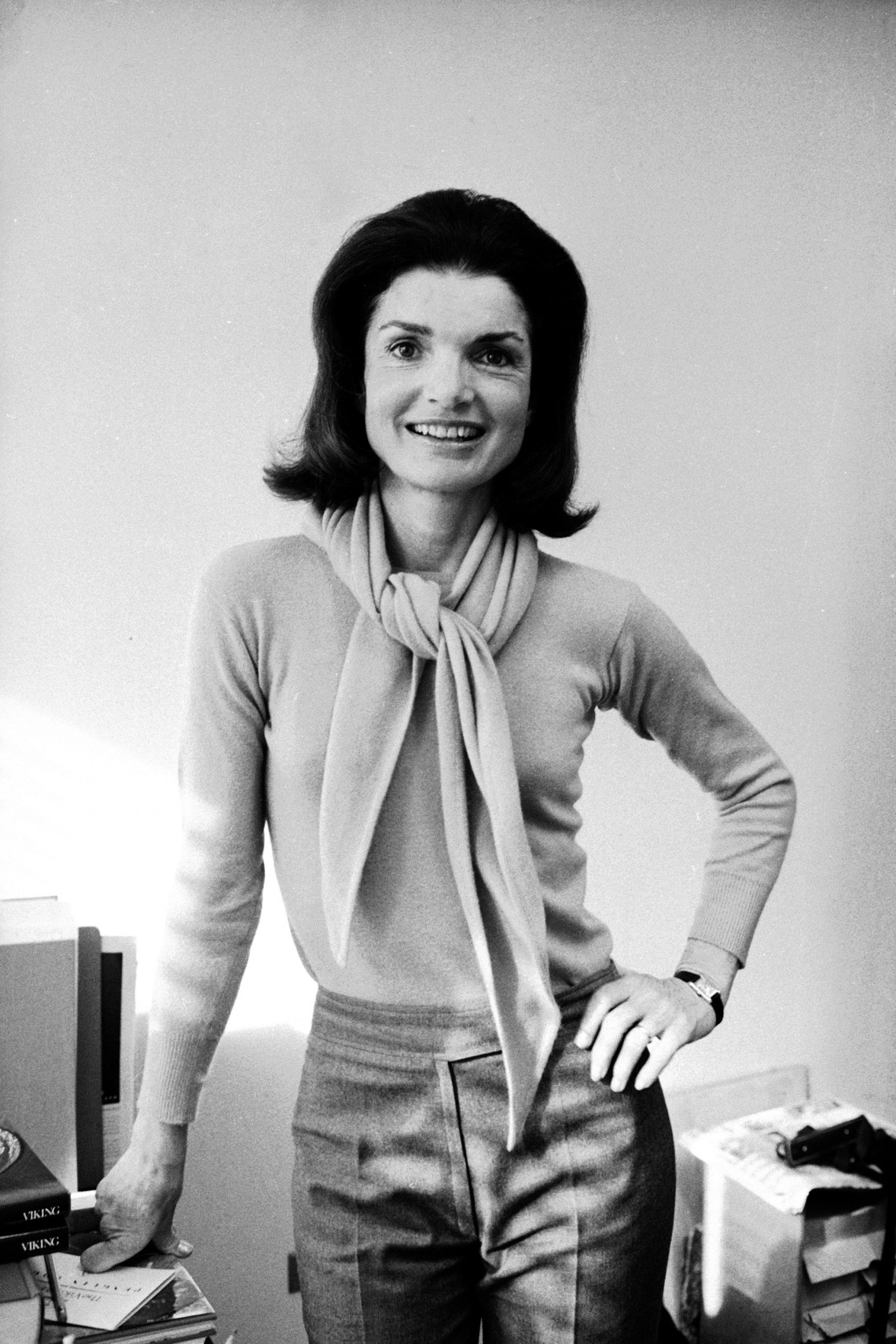 1438113542-hbz-jackie-kennedy-additions-gettyimages-2902616