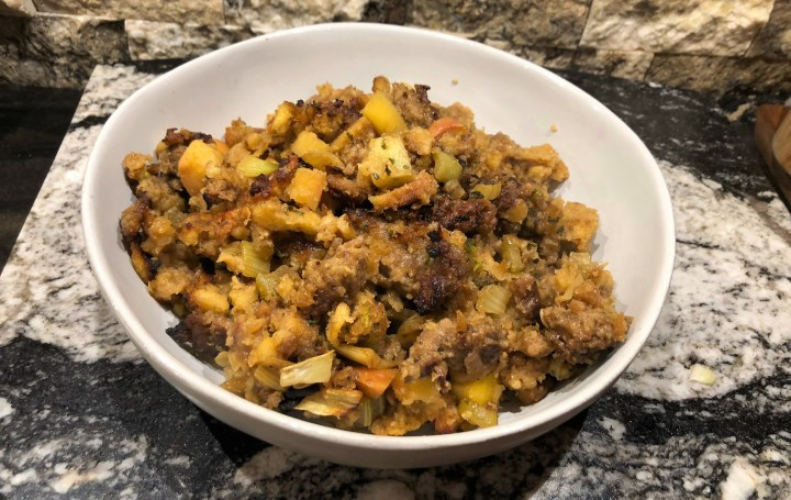 Apple, Sausage, and Fennel Stuffing // @2souschefs