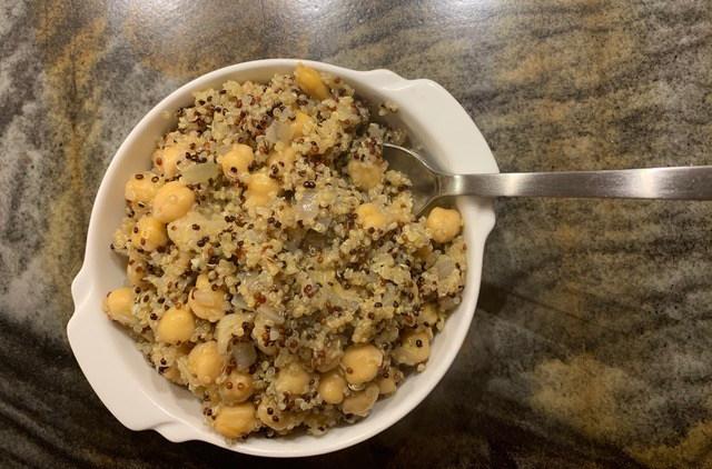 Lemon Quinoa and Chickpea Salad // @2souschefs