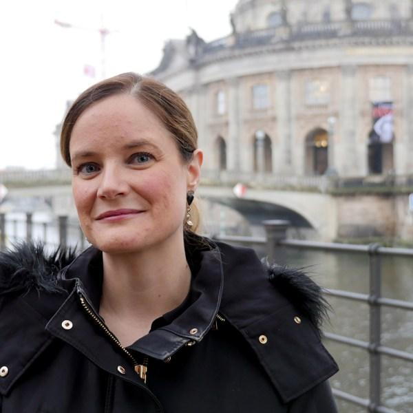 Meet Cheryl Howard (Travel Blogger) - In A Minute Portrait (Week 348)