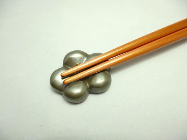 """Chopstick rest """"WAGASHI"""" UME white03"""