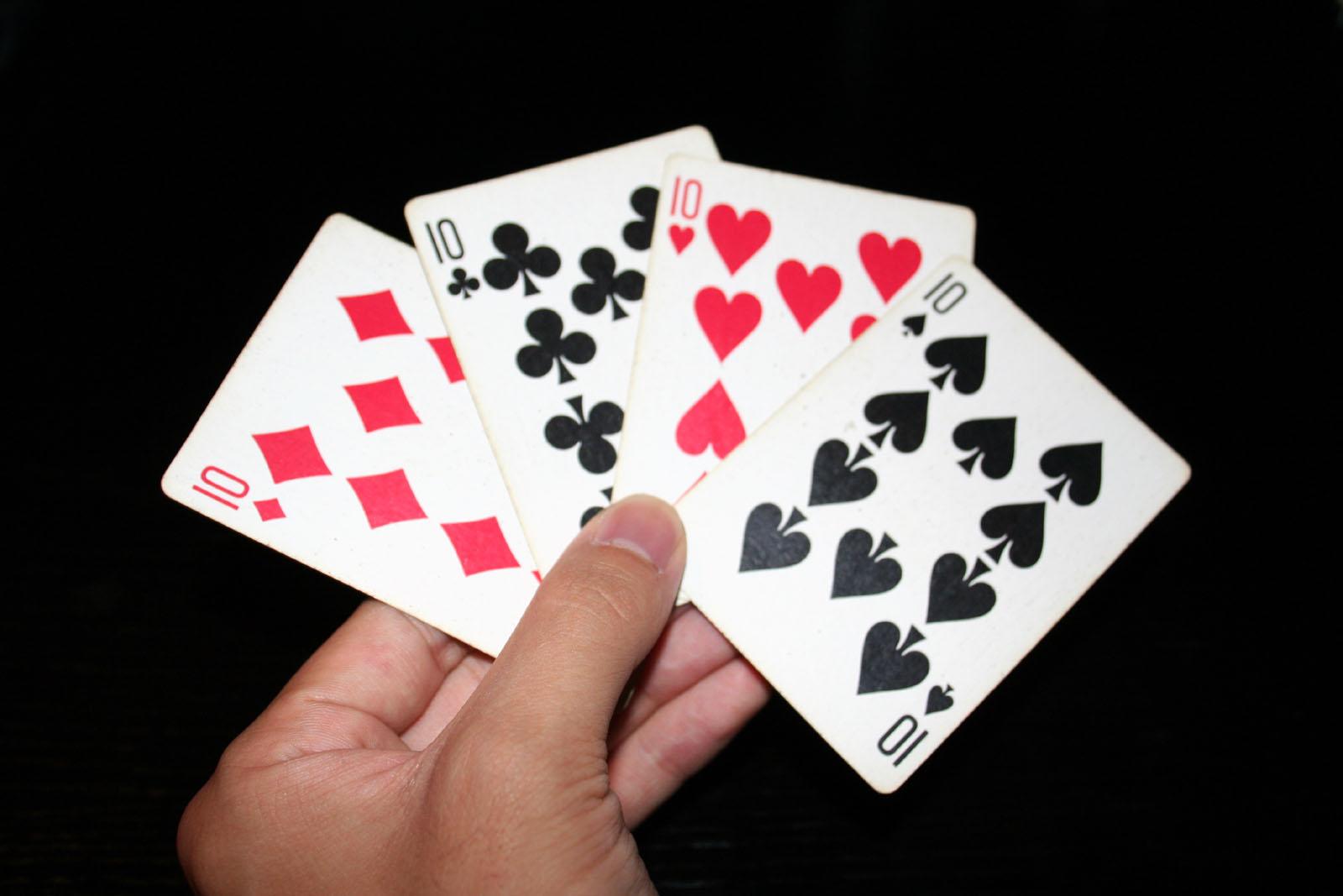 Играли в карты вчетвером как играть в веришь не веришь на картах
