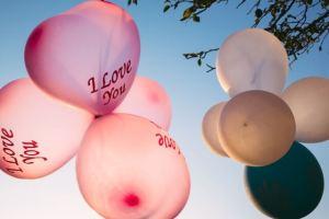 サプライズプロポーズで女性を感動させるプラン・アイディア集