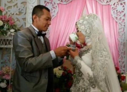 4 Kisah Unik Pernikahan dengan Mahar Paling Unik