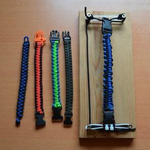 verschiedene Armbänder aus Paracord