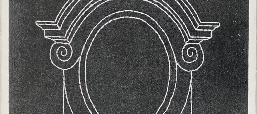 Un œil de bœuf / Luc Pallegoix, 2021. Acrylique et encaustique sur panneau de MDF, percé et brodé au Phentex. 91 x 122 cm.